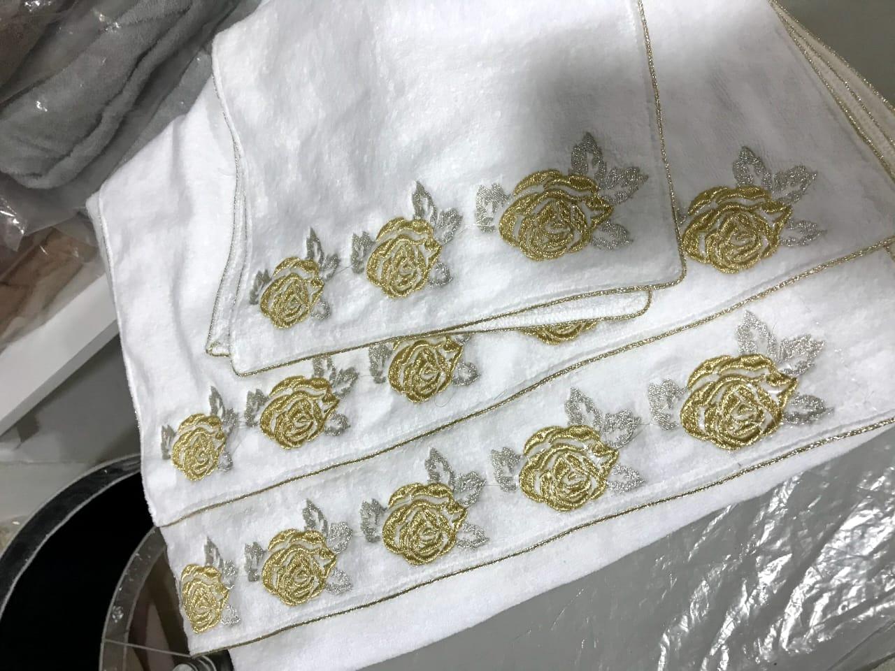Ensemble de 4 serviettes brodées en velours